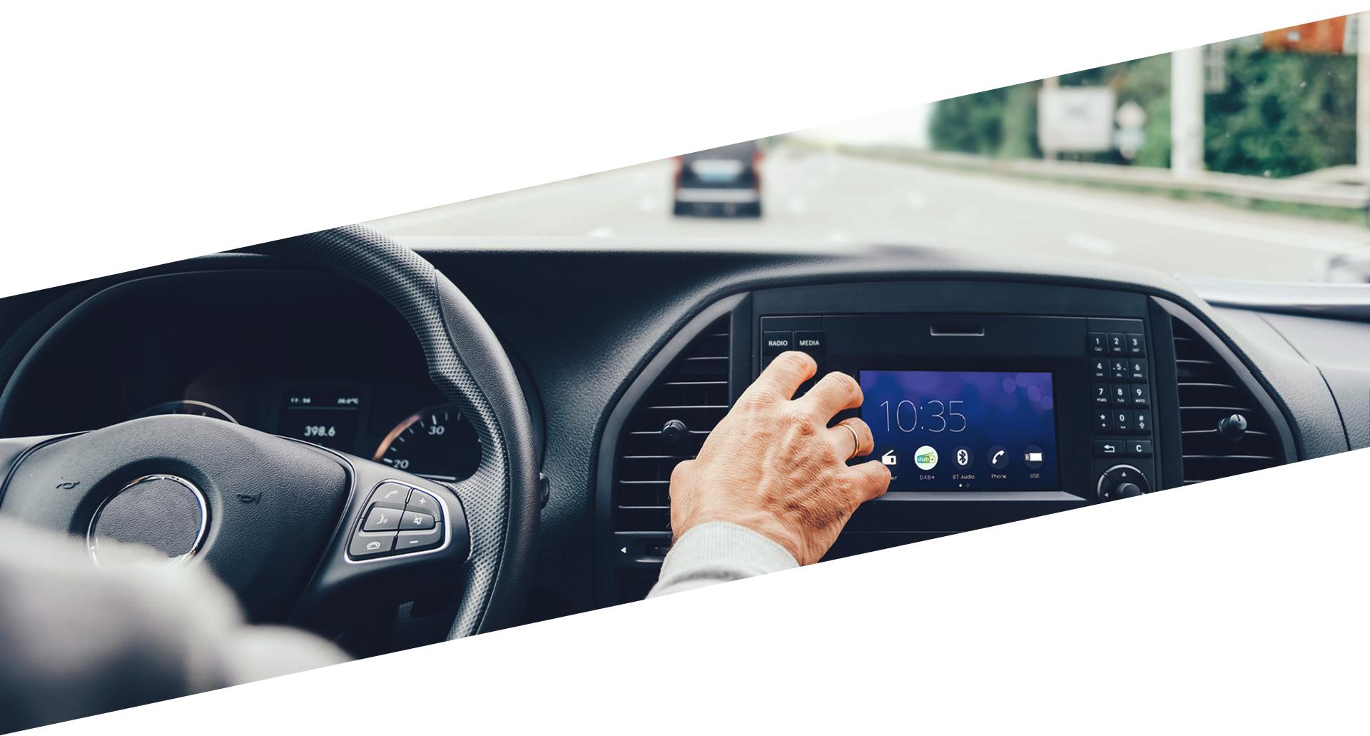 Ecouter le DAB+ en voiture grâce à un autoradio compatible DAB+